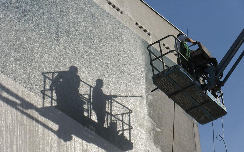 Fasadtvätt med skylift i Stockholm